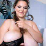 BBW Pornstar Alaura Grey big juggs 008