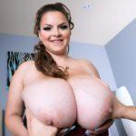 BBW Pornstar Alaura Grey big juggs 010