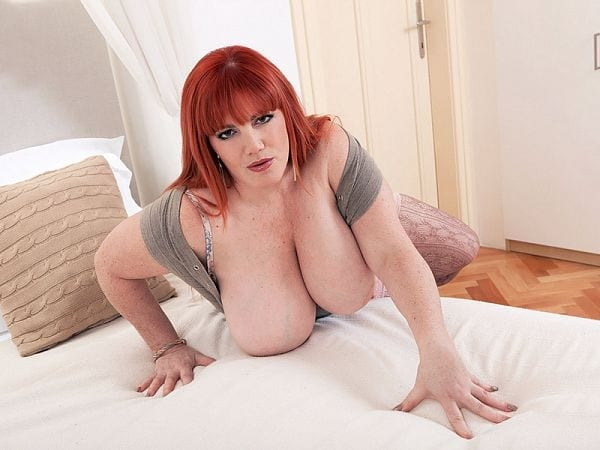BBW Roxee Robinson showing tits