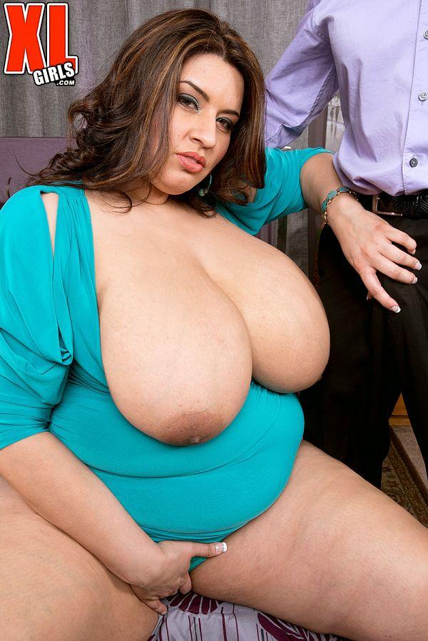 mature BBW Sofia Rose touching her clit milf