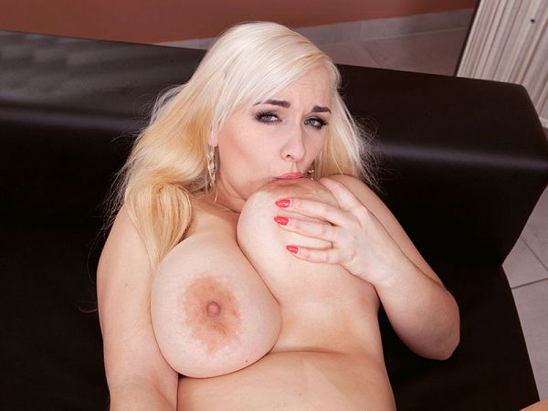 Lola Paradise fat masturbation blonde giant natural tits