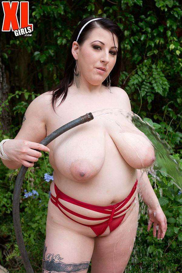 Kamille Amora boobs BBW at the pool pics